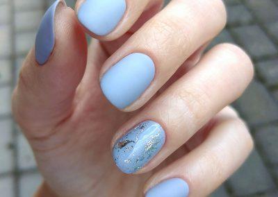 Modré gellakové nechty